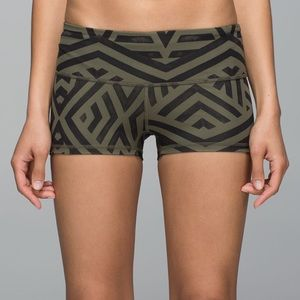 Lululemon Boogie Short *Full-On Luxtreme NWOT